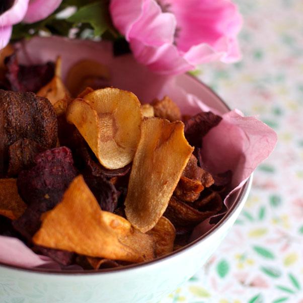 Coloratissime chips di verdure al forno