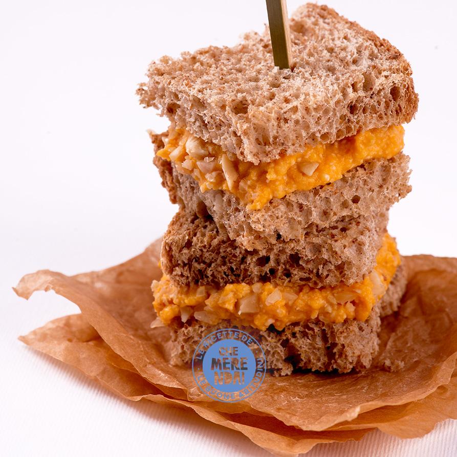 Sandwich con zucca e anacardi