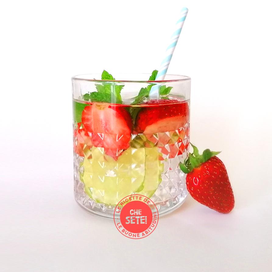 Acqua aromatizzata fragole, lime e menta
